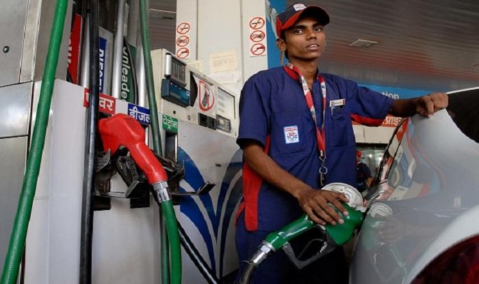 खुशखबरी: कर्नाटक चुनाव तक सरकारी कंपनियों ने डीजल-पेट्रोल के दामों में बढ़ोतरी पर लगाई रोकी