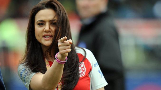 IPL में टीम को हारता देख गायब हो गई प्रीति जिंटा के चेहरे की चमक, मैच के दौरान ऐसे दिए रिएक्शन