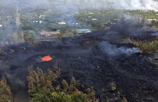 अमेरिका के हवाई में हुआ ज्वालामुखी विस्फोट, हवा में 200 फुट तक उछला लावा