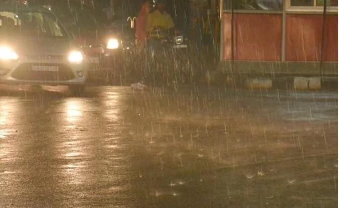 यूपी में तूफ़ान ने बरपाया कहर: तेज आंधी और बारिश के साथ गिरे ओले, 23 की गई जान