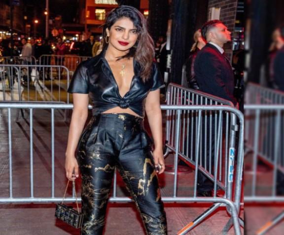 गले में क्रॉस पहनते ही ट्रोल हुईं प्रियंका चोपड़ा, पत्रकार ने पूछा....