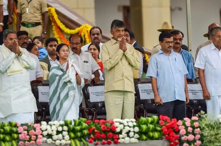 बड़ीखबर: कुमारस्वामी के शपथ ग्रहण समारोह में भड़कीं ममता बनर्जी, DGP को सुनाई खरी-खोटी