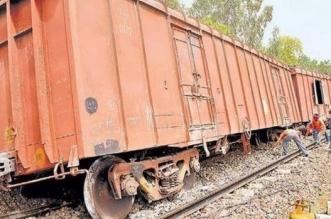 फिरोजाबाद स्टेशन के पास पटरी से उतरी मालगाड़ी, टला हादसा