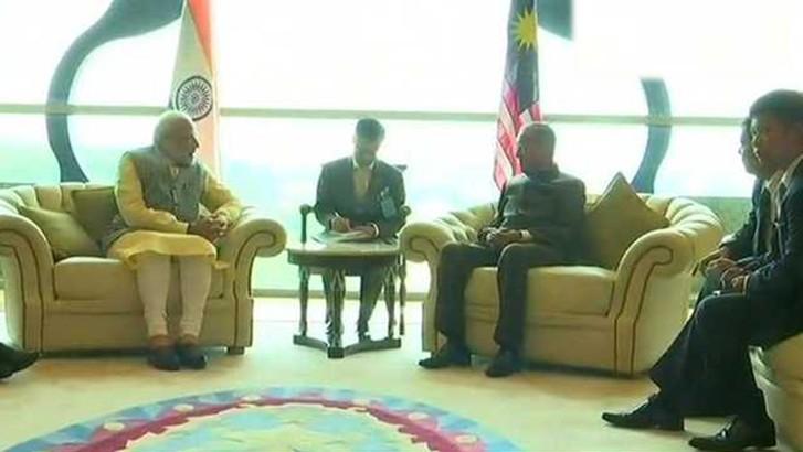 अभी अभी : PM मोदी ने मलयेशिया के नवनिर्वाचित प्रधानमंत्री महातिर से की मुलाकात