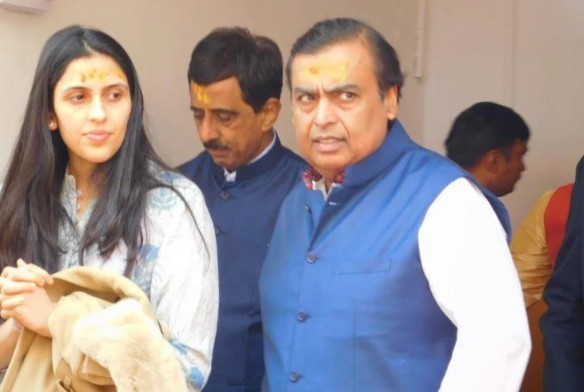 मुकेश अंबानी ने बहू के साथ किएभगवान बदरीश के दर्शन,51 लाख रुपए किए दान