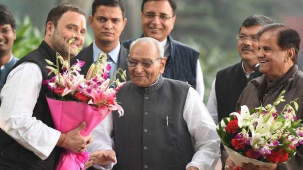 अभी अभी अहमद पटेल ने कहा- राहुल गांधी ही होंगे हमारे PM उम्मीदवार