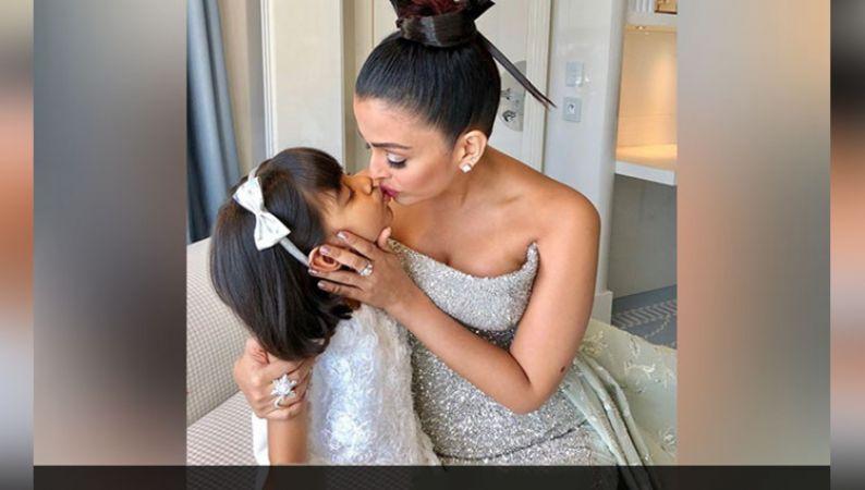 रेड कार्पेट पर उतरने से पहले ऐश्वर्या ने बेटी आराध्या को दी किस, वायरल हुई तस्वीर