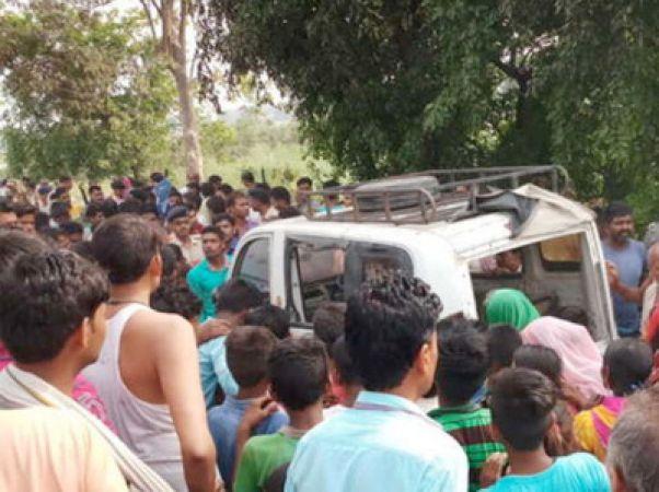 #बड़ा हादसा: स्कूल वैन पर गिरा बिजली का तार, दो मासूमों की गई जान, चारो तरफ मचा हडकंप
