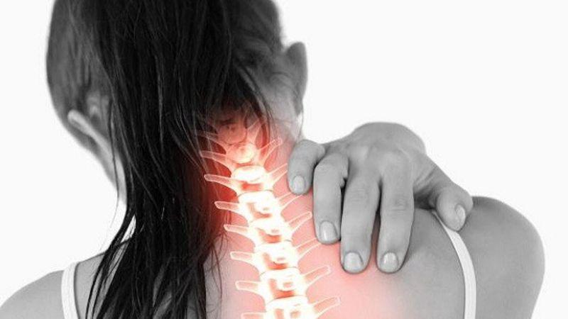सर्वाइकल स्पोंडिलोसिस के दर्द को दूर करने के कुछ आसान घरेलु उपाय
