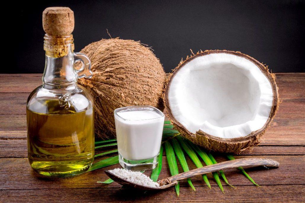 शुगर कम करने से लेकर मोटापा घटाने तक बड़े काम का है नारियल पानी