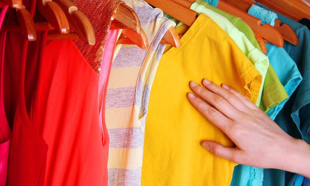 ज्यादा पैसा कमाना चाहते हैं तो पहनें इस रंग की शर्ट और टी-शर्ट