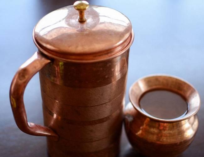 तांबे के बर्तन में पानी पीने से होते है ये 10 गुणकारी फायदे...