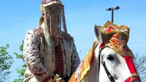 अजीबो गरीब मामला: दलित दूल्हे को घोड़ी से उतारकर पीटा, अस्पताल में भर्ती