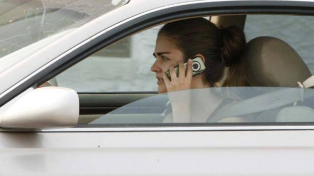 अब गाड़ी चलाते समय फोन पर की बात तो रद्द हो जाएगा लाइसेंस