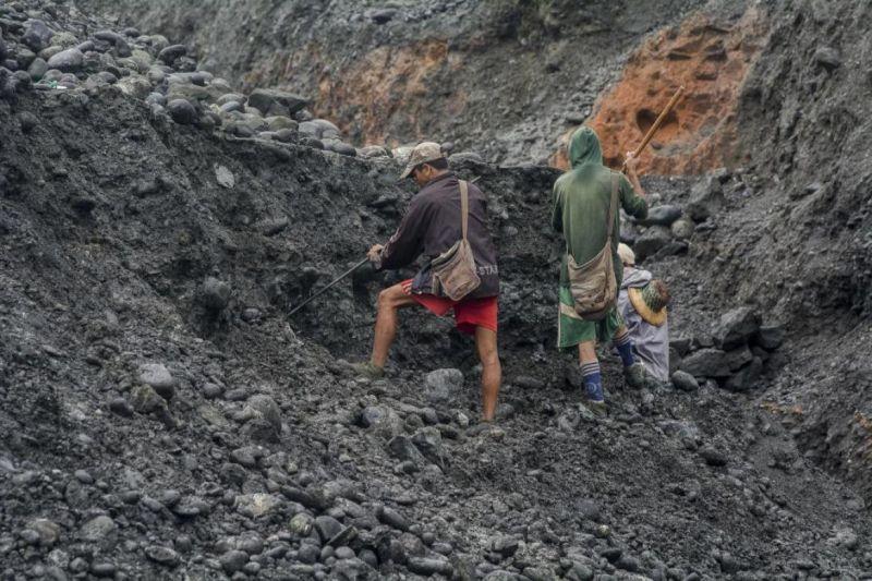 म्यांमार में चट्टान खिसकने से 17 लोगों की गई जान