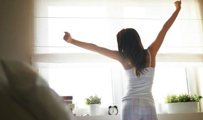सुबह उठकर सबसे पहले करें ये काम चमक जाएगी आपकी सोयी हुई किस्मत...