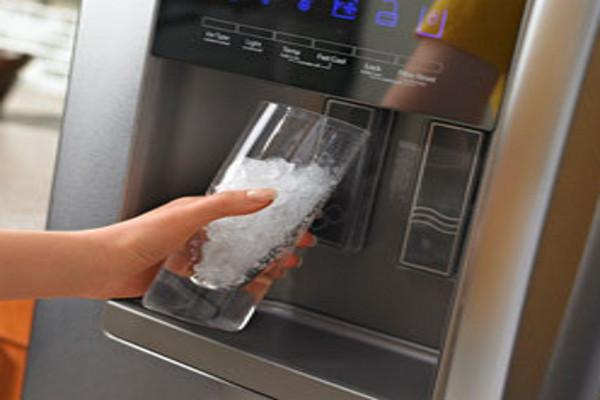 फ्रिज का चिल्ड पानी पीना है पसंद, तो उससे होने वाले नुकसान भी जान लीजिए