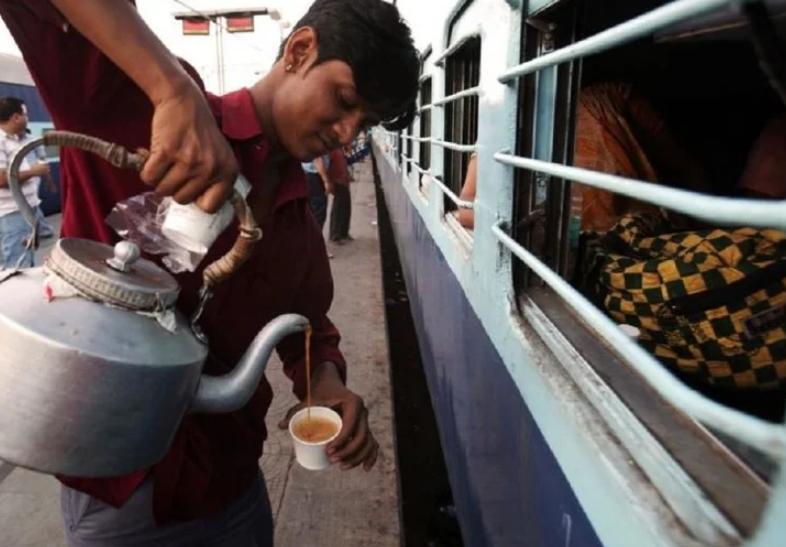 ट्रेन में चाय-कॉफी के लिए इस्तेमाल हो रहा था टॉयलट का पानी, वीडियो वायरल होने के बाद कॉन्ट्रैक्टर पर लगा जुर्माना