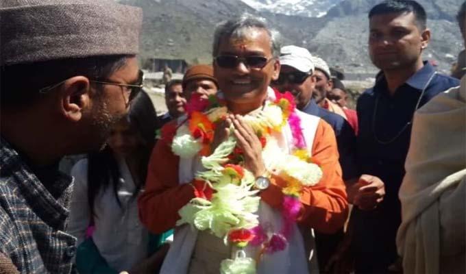 उत्तराखंड: बाबा की शरण में CM त्रिवेंद्र सिंह रावत, बदरीनाथ धाम में की पूजा अर्चना