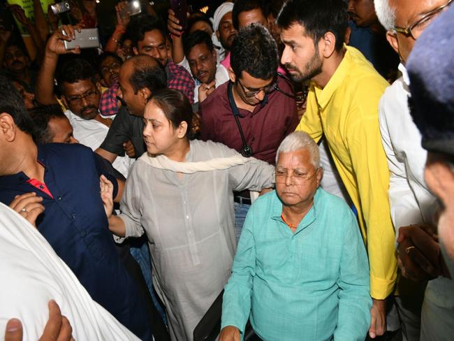लालू को मिली जमानत, राजद नेता ने कहा-घर में नई बहू के आगमन से पहले शुभ संकेत
