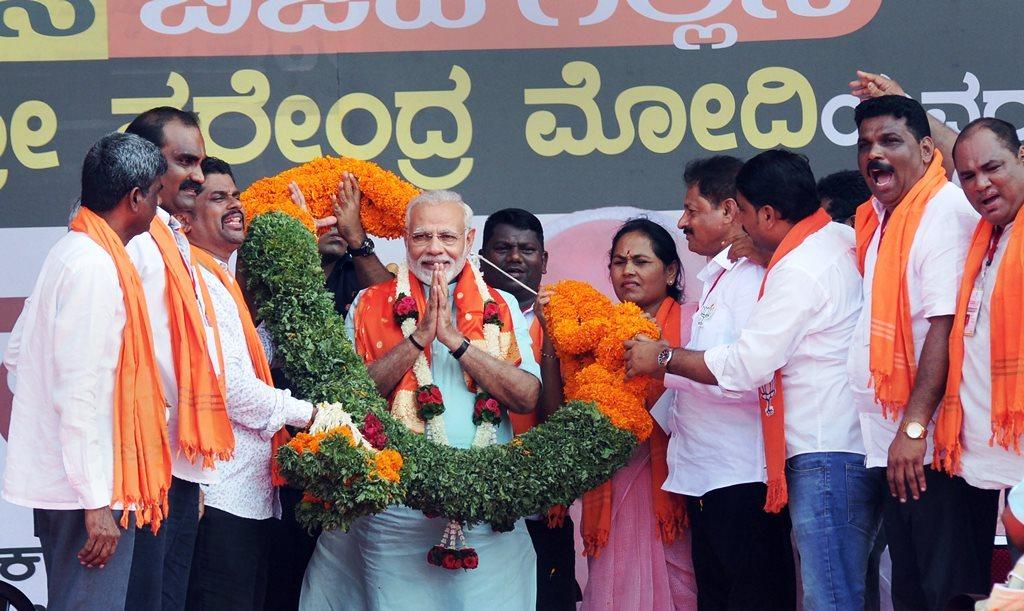कर्नाटक चुनाव परिणाम : फिर चली मोदी की लहर, फीके पड़े राहुल गांधी