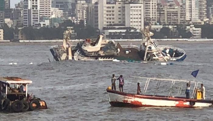 बड़ा हादसा: मुंबई में तैरता रेस्तरां समुद्र में डूबा, 15 लोगों को बचाया गया