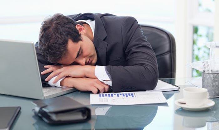 अगर ऑफिस में काम करने में नहीं लगता है आपका मन, तो अपनाएं ये उपाय