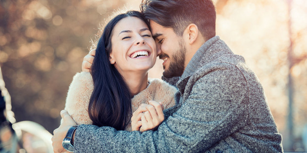 ऐसे झूठ जिनसे रिश्ते बिगड़ने की जगह बनते हैं मजबूत