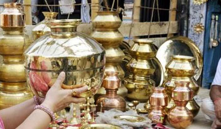 Dhanteras 2018: धनतेरस पर इसलिए खरीदे जाते हैं पीतल के बर्तन और चांदी के आभूषण