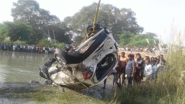 तेज रफ्तार कार बेकाबू होकर नहर में गिरी, पांच लापता लोगों की तलाश में लगा एसडीआरएफ