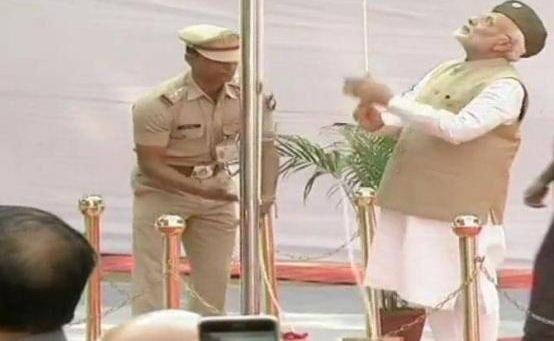 Photo of 'आजाद हिंद सरकार' की स्थापना के 75 साल पूरे होने पर PM मोदी ने लालकिले पर फहराया तिरंगा