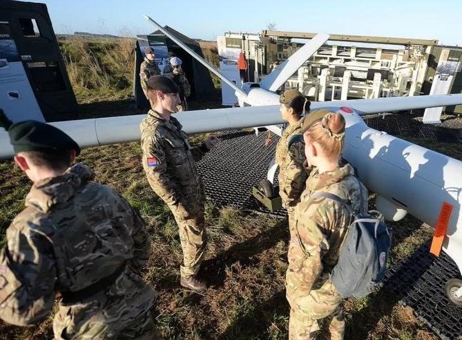 सेना में अब सभी तरह की भूमिका निभाती नजर आएंगी ये विदेशी महिलाएं, सरकार ने की घोषणा