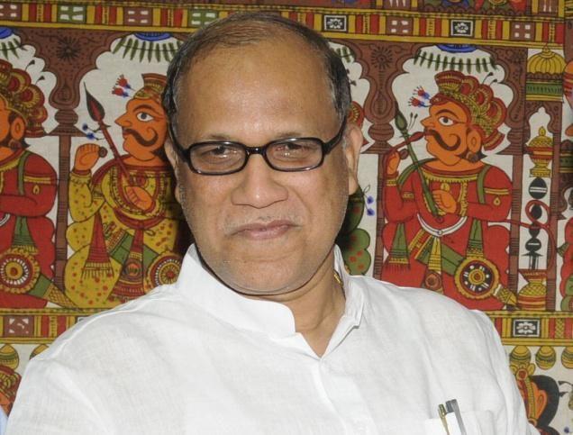 गोवा में सियासी घमासान तेज, सत्ताधारी BJP से जुड़ सकते हैं पूर्व कांग्रेसी CM कामत