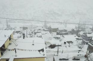 होली के त्योहार पर बारिश ने फेरा पानी, पहाड़ी इलाकों में बर्फबारी जारी