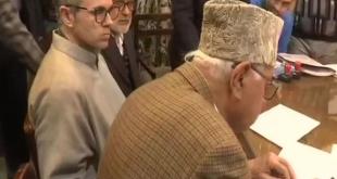 जम्मू-कश्मीर: श्रीनगर से कांग्रेस और नेशनल कॉन्फ्रेंस गठबंधन सीट से फारूक अब्दुल्ला ने भरा नामांकन