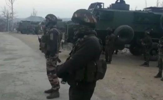 जम्मू-कश्मीर: शोपियां में सुरक्षाबलों ने मार गिराए 3 आतंकी, भारी मात्रा में हथियार बरामद