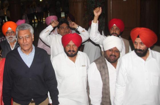 पंजाब में कांग्रेस के लिए सरकारी मुलाजिम बन सकते हैं मुसीबत