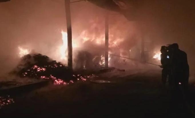 बड़ा हादसा: देर रात हल्द्वानी की मंडी में लगी भीषण आग, धू-धूकर जले चार गोदाम