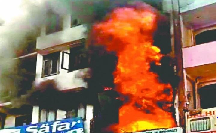 दर्दनाक घटना: शाहीन बाग अग्निकांड में जिंदा जले दो भाई-बहन, बेबस होकर देखते रहे लोग