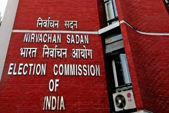 चौकीदारों ने चुनाव आयोग से की शिकायत, कहा- राजनितिक पार्टियां फायदे के लिए कर रही बदनाम