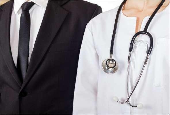 Photo of …तो इसलिए डॉक्टर और वकीलों की यूनिफार्म होती हैं अलग