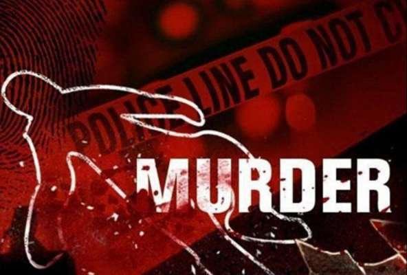 शराब के पैसे न देने पर पत्नी की पीट पीटकर की हत्या, आरोपी पति फरार