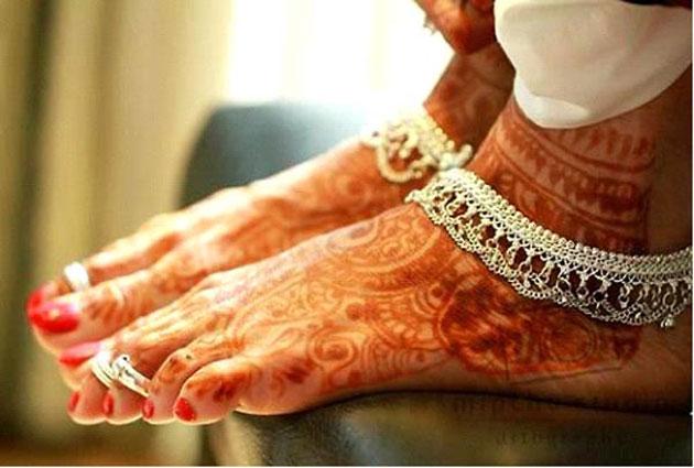 आपकी पत्नी के पैरों की ऐसी बनावट चमका सकती है आपकी सोयी हुई किस्मत