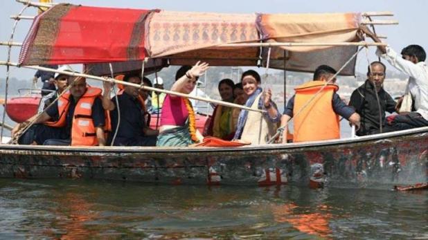प्रयागराज में बोट यात्रा से प्रियंका गाँधी ने साधीं ये 5 सीटें