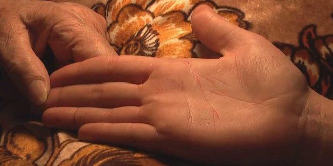 आपके हाथो की ये… रेखा बताती है पुत्र या पुत्री का योग