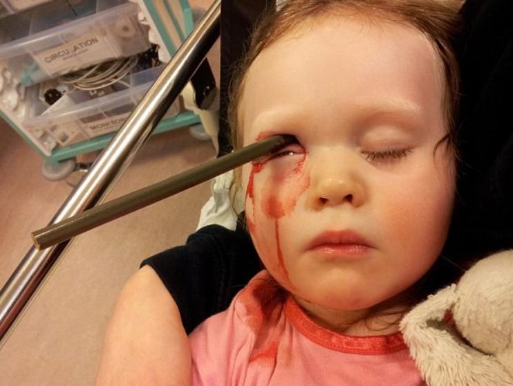 Photo of बेहद खतरनाक हैं इस बच्ची की कहानी, मौज मस्ती के चक्कर में..