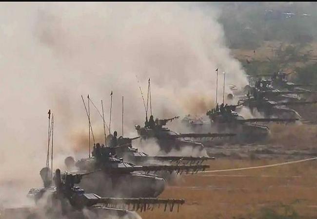 Photo of नहीं मान रहा हैं चीन, भारत ने तैनात किए मिसाइल दागने वाले T-90 टैंक्स…