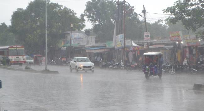 Photo of बारिश के कारण शहर के कई इलाकों में जलभराव की समस्या हुई उत्पन्न, पढ़े पूरी खबर