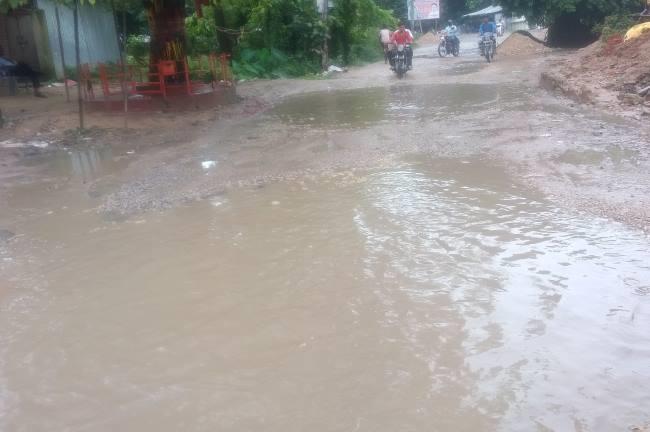 Photo of लगातार बारिश से बढ़ता जा रहा सरयू व घाघरा नदी का जलस्तर, जलभराव ने बढ़ाया संकट