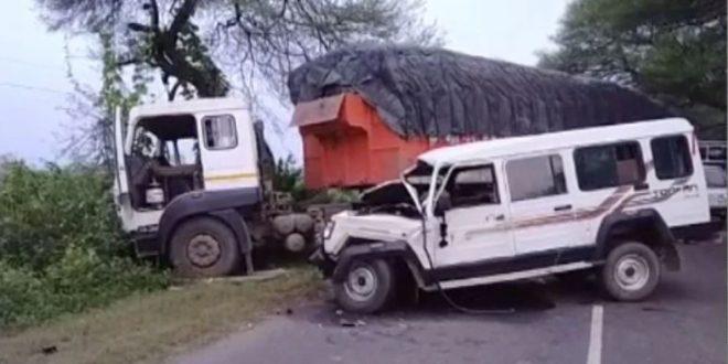 ट्राले से टकराई मजदूरों से भरी तूफान गाड़ी- 4 की मौके पर मौत, 8 अन्य घायल
